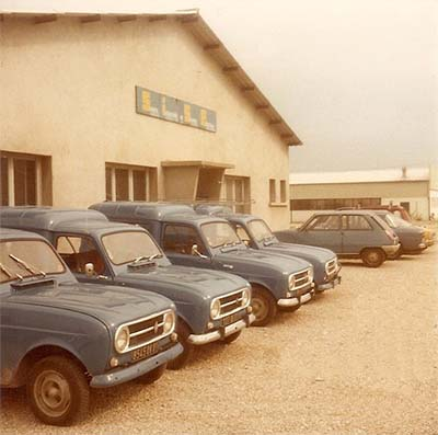 Photo du bâtiment SISE en 1973 prise sur le parking